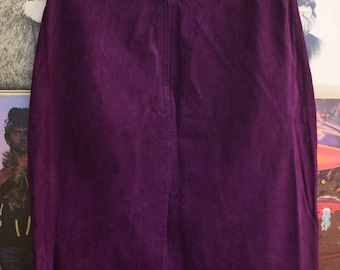 Suede High Wasted Skirt. Purple