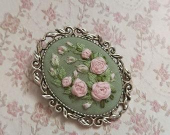 Spring brooch