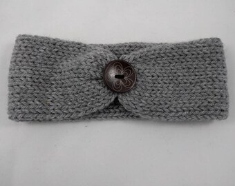 Knit headband with wood flower button