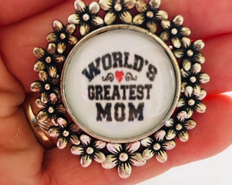 Pretty World's Greatest Mom necklace