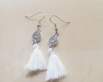 Earrings with white tassel