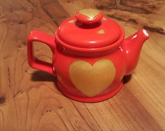 Glossy red Teapot with bold gold hearts