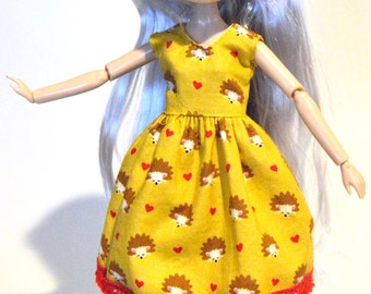 Blythe dress, Shibajuku dress, Blythe clothing, Blythe dress with hedgehog print, Blythe outfit, Blythe apparel, Eclectic Wandering handmade