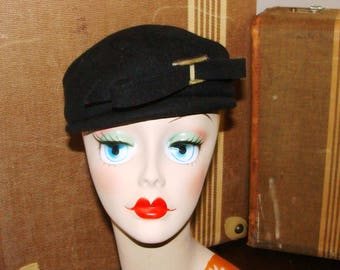 Glamour Felts Black Wool Round 30-40-50-60's Pillbox style Bow Bucket 22 Terry Sales Corp NY Slight Brim in front