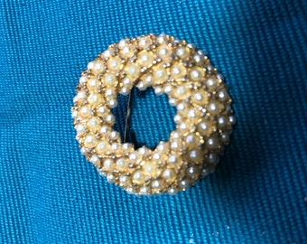 Vintage 1950s seed 'pearl' brooch