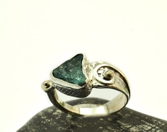 Apatite ring sterling silver rough gemstone ring blue crystal ring, raw apatite stone ring size 7.5, gold and silver ring artisan jewelry