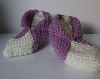 booties in purple and white crochet yarn size 35-36