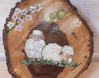 small round wood painted: adorable little sheep.
