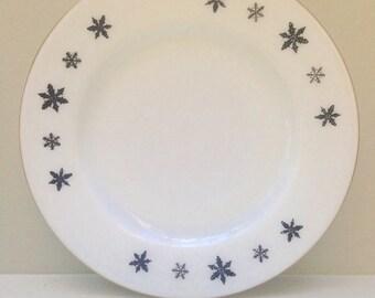 """1950's JAJ  Pyrex """"Snowflake"""" 8.5 Inch Plate"""