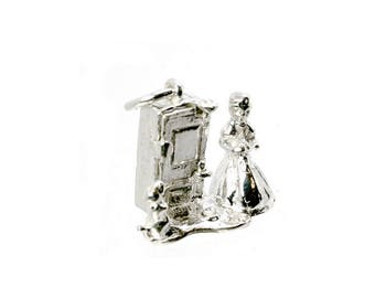 Sterling Silver Opening Old Mother Hubbard Charm For Bracelets