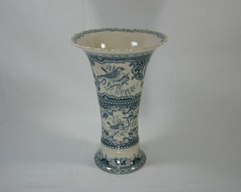 Beautiful Porcelain Blue and White Bird Vase