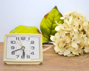 Westclox Alarm Clock, Old Clock, Clock, Beige Decor, Alarm Clock, Vintage Clock, Vintage Alarm Clock, Retro Clock, Retro Alarm Clock