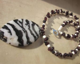 Garnet and Zebra Jasper Necklace: feel the differences