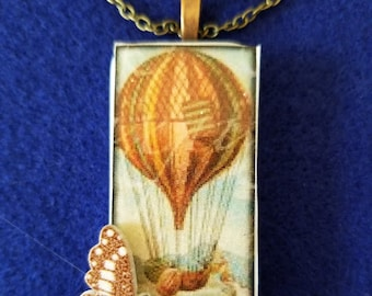 Balloon Pendant with brown tone butterfly