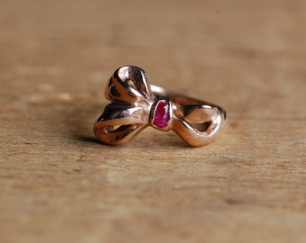 Vintage 14K rose gold floppy bow ring with ruby