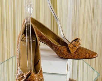 1930's 40's Brown Bow Tie Snakeskin Cuban Heels Mr.Charles Designer Pumps Size 8
