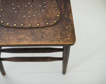 Beautiful vintage farmhouse accent chair