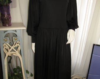 Vintage Ladies BLACK Billowy Long Sleeve DRESS-----No Label