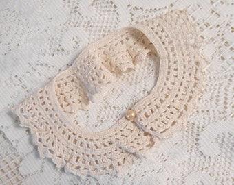 "Ecru LATTICE LACE COLLAR Pearl Button Hand Crochet Cotton Scallop Edge, Dress Blouse Sweater Embellish Vintage 1940 Unworn Accent 16"" Neck"