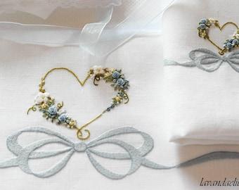 lenzuolino con fiocco e cuore fiorito