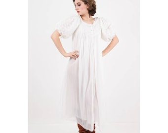 Vintage sheer peignoir nightie set / 1960s white lace nightgown and robe / Honeymoon sweetheart / S M