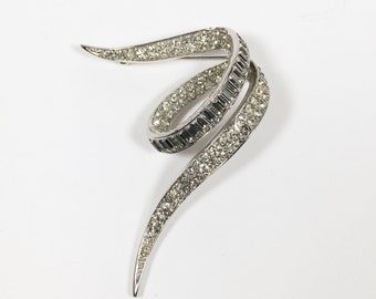 Vintage 1950s Mid Century Boucher Signed Rhinestone Pin with Clear Sparkling Pave Rhinestones and Baguettes