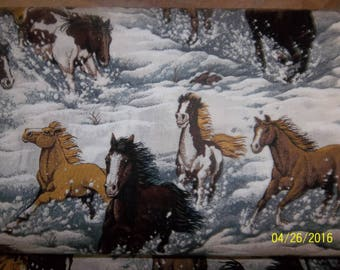 Snowy Canyon Horses in Snow 100% Cotton Sewing Quilting Crafts Fabric # 19