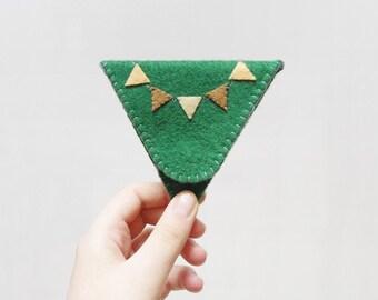 Monedero triángulo fieltro verde