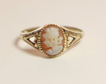 9ct Gold Oval Hand Carved Small Cameo Ladies Ring Heart Shaped Sides   Size UK N 1/2  and US 7