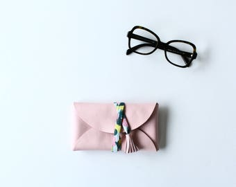 Leather glasses case - pink powder