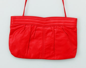 Red leather 1980s purse with pleated front