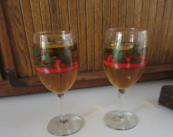 Libbey Holly & Berries Wine Glasses  - Christmas Holiday Wine Glasses – Set of 2 Wine Glasses – Vintage Holiday Entertaining