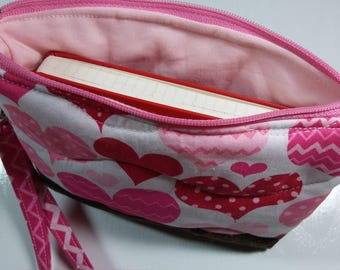 Heart wristlet quilted cotton, pink and red hearts, zipper closure, stadium sized