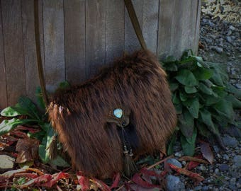Small handbag for women, green leather and fur, shoulder bag, handmade creation from Quebec,