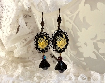 Dangle earrings with glass flower cameo.