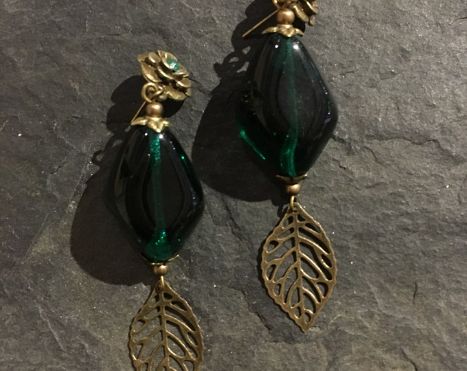 Handgemachte Perlen Ohrringe aus Glasperlen.