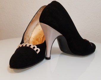 FREE  SHIPPING  1950 Suede Heels