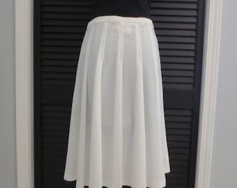 Vintage 70s White Pleated Skirt Center Stage Size Medium M 30 Inch Waist