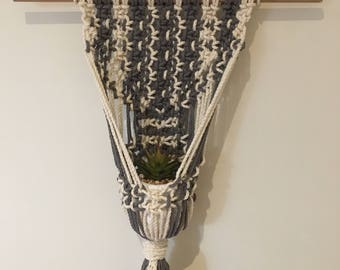 Macrame wall hanging/pot holder cross 'Peony'
