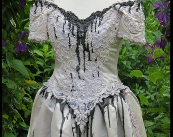 GOTHIC Bridal Gown BLACK DRIPPiNG BLOOD 2 piece dress with removable train Size 8