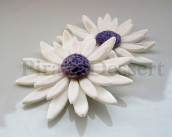 """EDIBLE DAISY Cake Topper - Sugar Flower - Flower Cupcake Toppers - Edible cake decorations  (2 """" size) (White and Purple Daisy) (2 pieces)"""