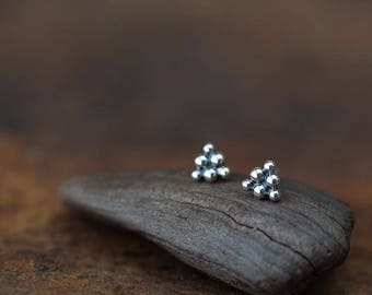 Small triangle stud earrings, 925 Sterling Silver bead cluster, geometric studs for man or woman, 5.5mm
