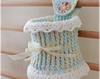 Crochet basket for child room, cotton, wood button.