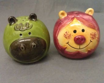 MM Green and Maroon Cats with Colors Salt and Pepper Shaker Set