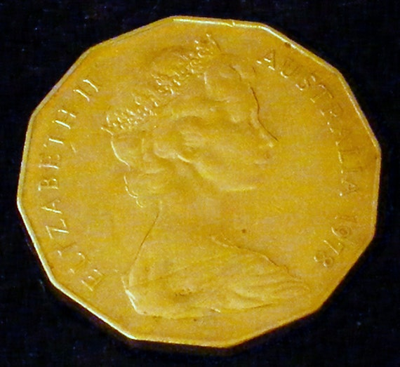 1978 50 CENT PIECE (Australia) . . Great Investment . .