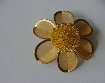Pretty Goldtone Flower Pin/Brooch, Mesh Leaves, Metal and Plastic, Costume Jewelry, Collectible