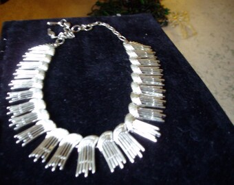 Classy and Elegant Sarah Coventry 1950s Silver Mod Style Choker