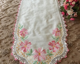 1940's Beautiful and Feminine Embroidered Dresser Scarf