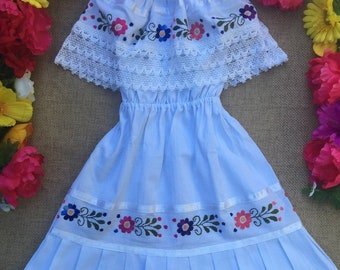 Mexican hand embroidered child dress size 5-6 years - Mexican Birthday Party Dress - 5 de Mayo Mexican Dress- Off the shoulder girl dress