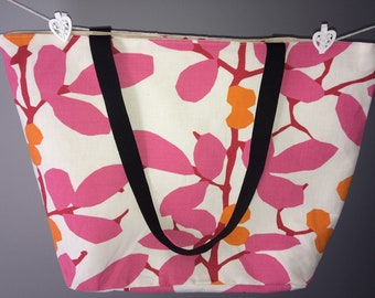 Large tote with floral print